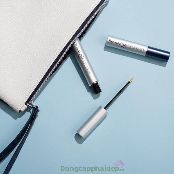 Revitalash Advanced Eyelash thiết kế dạng ống nhỏ gọn, tựa như 1 cây masscara.