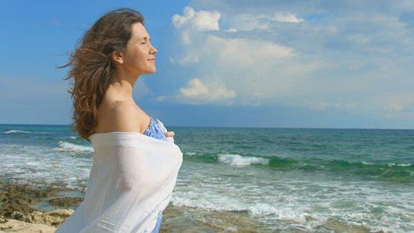 Kem Bọt Tạo Gợn Xoăn Moroccanoil Beach Wave Mousse