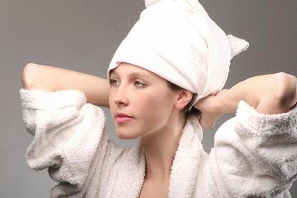 """Chiêu hay """"tăng cường kháng thể"""" cho tóc đỡ hư tổn khi đi biển"""