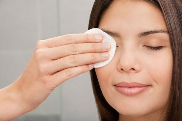 Dermalogica Soothing Eye Make Up Remover review