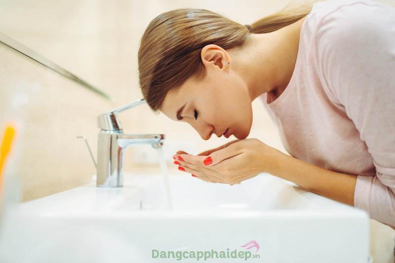 Rửa mặt sạch để trang điểm được hiệu quả hơn