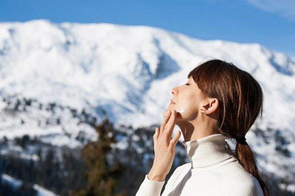 Cách sử dụng kem chống nắng vào mùa đông hiệu quả