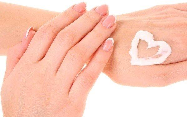 Kem dưỡng da tay chống nắng Carita Nourishing Anti-Age Spot Hand Cream SPF 10