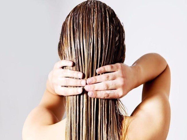 Bí quyết chăm sóc tóc bóng mượt óng ả mùa thu đông