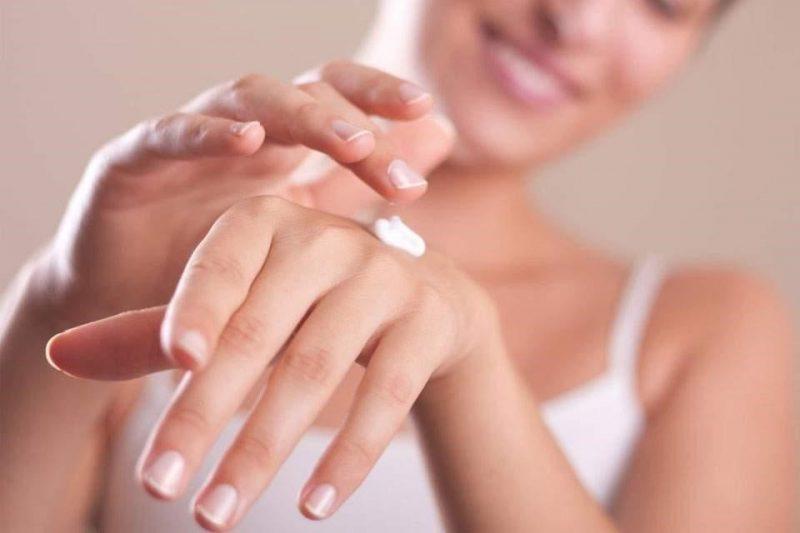 Gold Elements Hand and Nail Cream là sản phẩm kem dưỡng da tay và chăm sóc móng vượt trội, giúp da tay ngày càng săn chắc, mượt mà, khỏe mạnh hơn.