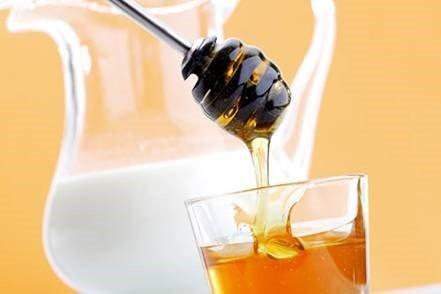 """Mật ong – """"Vị cứu tinh"""" cho mái tóc khô vào mùa đông"""