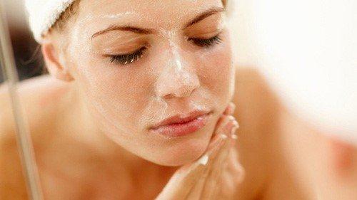 Điểm danh 5 sữa rửa mặt không chỉ làm sạch sâu mà còn hỗ trợ trị mụn cừ khôi