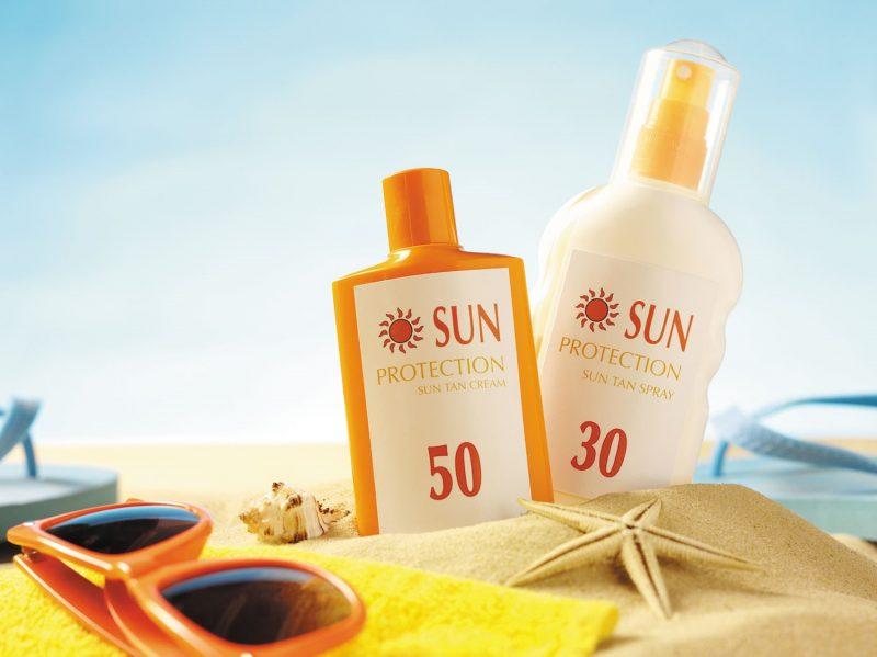 Mùa đông vẫn cần chống nắng đầy đủ và đây là top 5 kem chống nắng cho da nhạy cảm được bác sĩ khuyên dùng