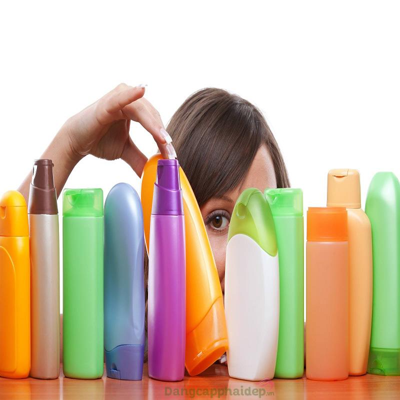 Lựa chọn sản phẩm chăm sóc tóc không phù hợp khiến mái tóc dễ hư tổn