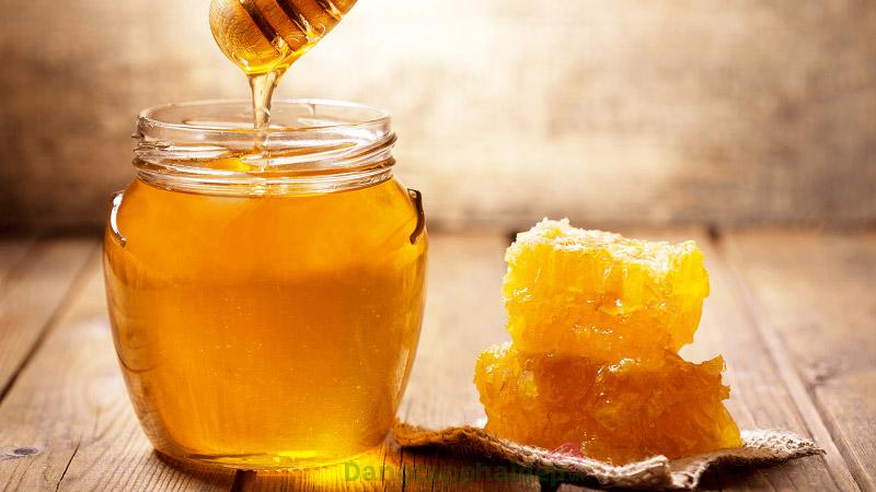Cách làm lông mi dài bằng mật ong