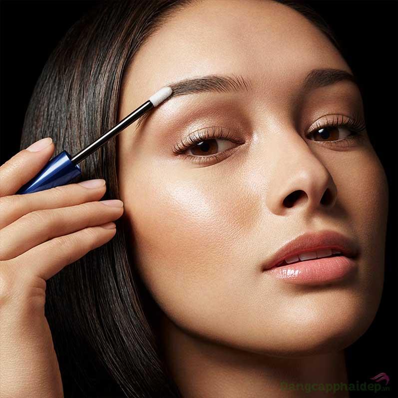 Lông mày dài, dày và khỏe mạnh rõ rệt sau 2 - 4 tuần sử dụng RevitaBrow ® EyeBrow Conditioner