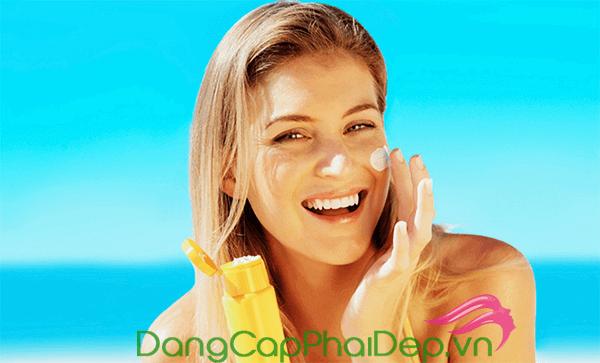 Kem chống nắng hóa học thường có chất kem mỏng nhẹ, nhanh thẩm thấu vào da