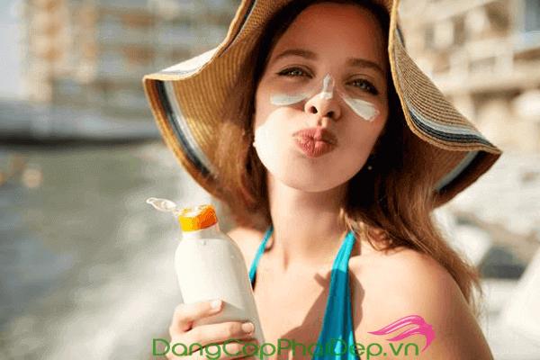 Điểm danh top 7 kem chống nắng cho da mụn được ưa chuộng nhất hè 2019