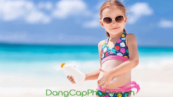 Ưu tiên chọn kem chống nắng vật lý cho trẻ em