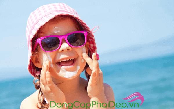 Trẻ em có nên dùng kem chống nắng không
