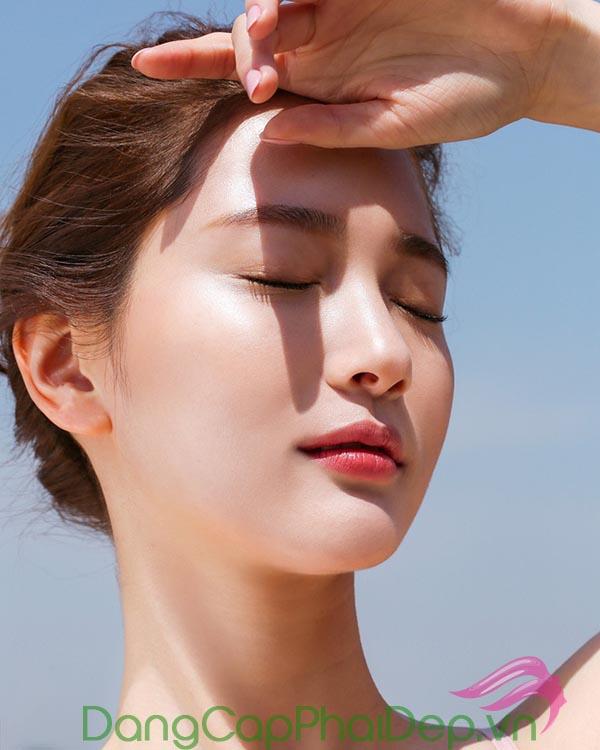 Viên uống chống nắng giúp chống tia UV hiệu quả từ bên trong.
