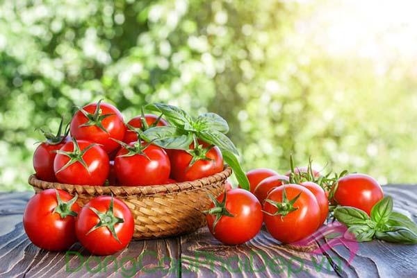 Cà chua là một trong những thực phẩm có khả năng chống nắng tự nhiên