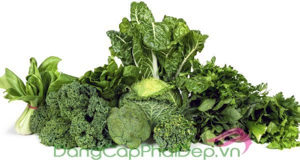 Rau lá màu xanh đậm là thực phẩm giúp chống nắng hiệu quả
