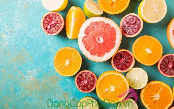 Bổ sung nước, trái cây có khả năng chống nắng vào khẩu phần ăn hàng ngày