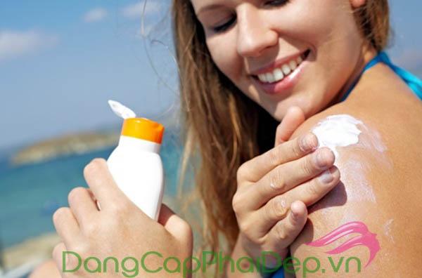 Thoa kem chống nắng sau mỗi 2 tiếng để bảo vệ tối ưu làn da
