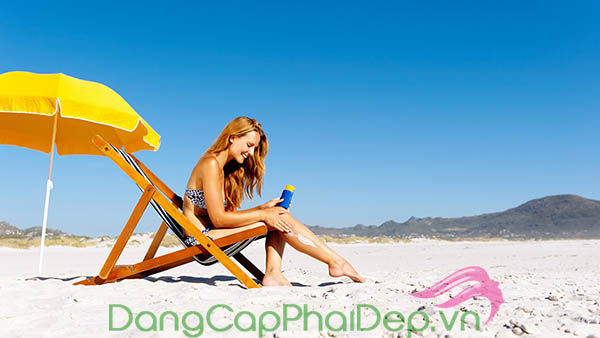 Đi biển dùng kem chống nắng SPF bao nhiêu phù hợp?