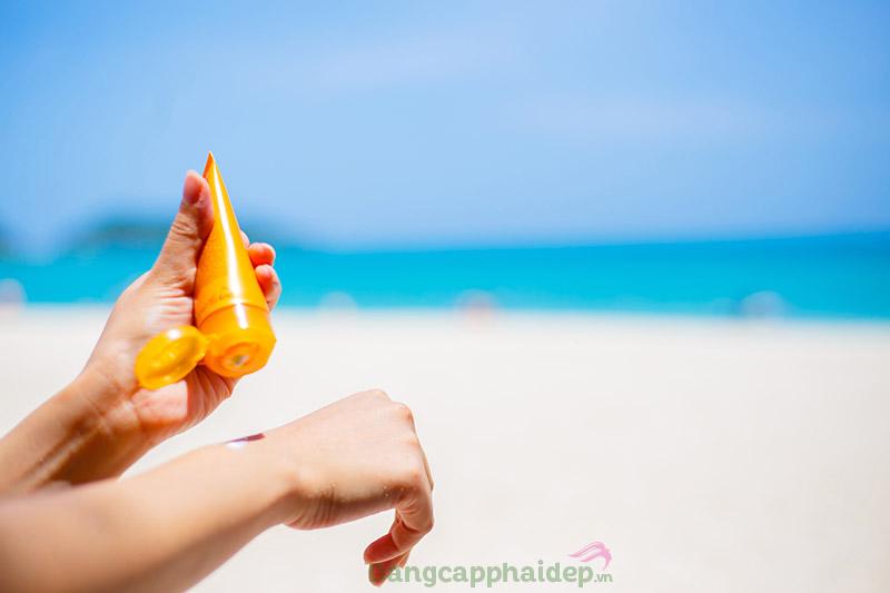 Lựa chọn kem chống nắng phù hợp với tình trạng da để tránh tình trạng nổi mụn khi bôi kem chống nắng