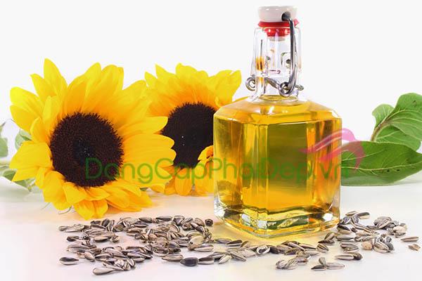 Sản phẩm được chiết xuất từ thành phần tự nhiên, an toàn, lành tính cho làn da vùng mắt nhạy cảm.
