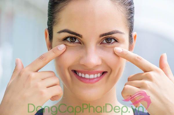 Làn da vùng mắt trẻ trung, căng khỏe tự nhiên khi duy trì sử dụng Être Belle Hyaluronic Eye Cream.