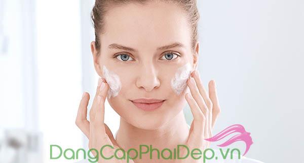 Sử dụng kem dưỡng ẩm 2 lần/ngày vào buổi sáng và tối sau khi làm sạch da.