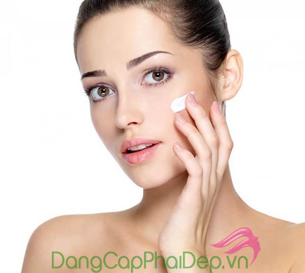 Kem dưỡng trắng ban đêm Purewhite Pearl Night Cream có thể dùng vào ban đêm hoặc làm mặt nạ dưỡng da.