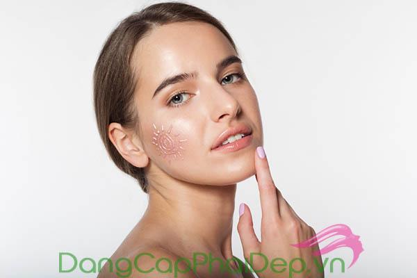 Kem chống nắng không chỉ bảo vệ làn da trước tia cực tím mà còn hỗ trợ trị mụn tốt nữa đấy.