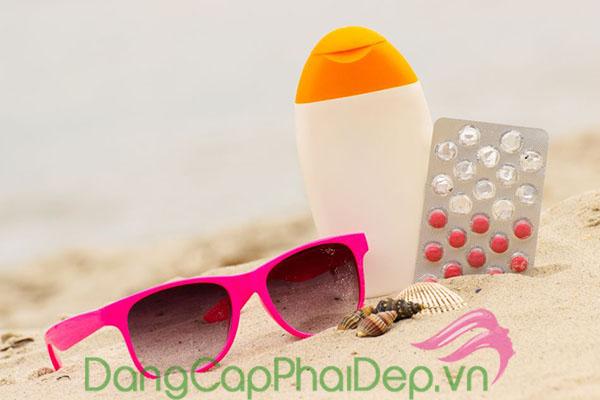 Nên dùng kem chống nắng hay viên uống chống nắng để bảo vệ da?