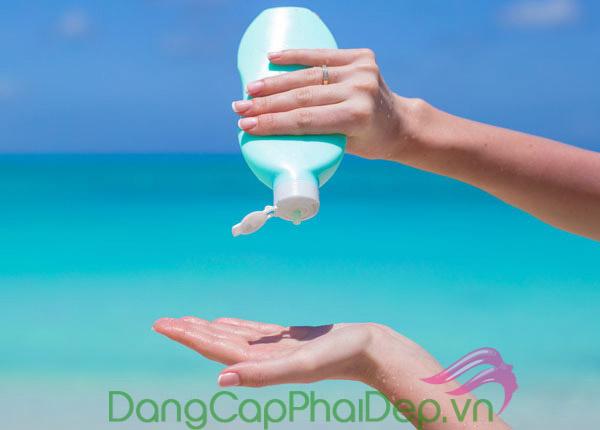 Tìm hiểu tính chất kem chống nắng trước khi lựa chọn kem chống nắng cho da dầu mụn