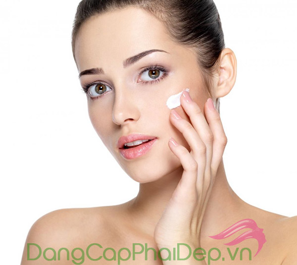 Vài điều cần lưu ý khi sử dụng kem dưỡng ẩm cho da mụn.