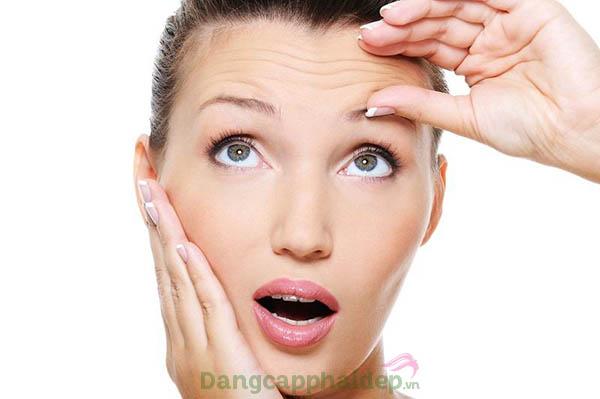 Làn da bắt đầu xuất hiện các dấu hiệu lão hóa như nếp nhăn, da chảy xệ, sạm màu...khi bước sáng tuổi 35+