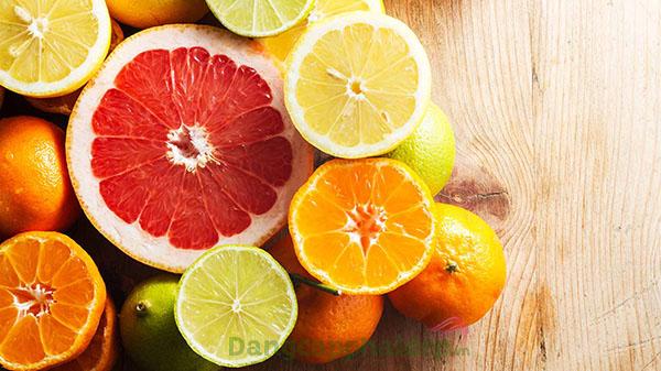 Vitamin C vừa giúp làm trắng da vừa bảo vệ da an toàn trước tia cực tím.