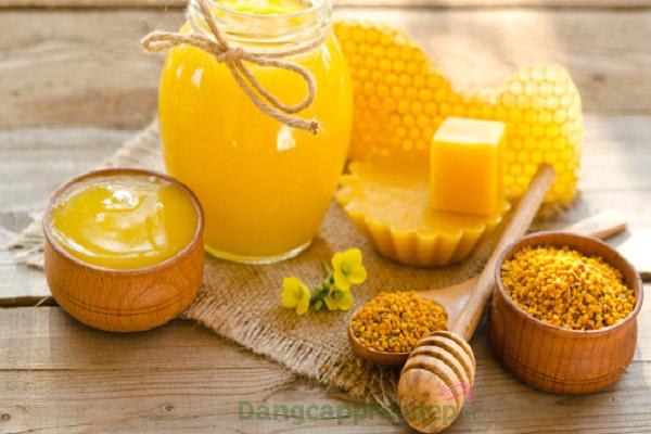 Cách làm kem dưỡng ẩm cho da khô từ sáp ong