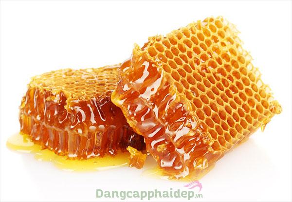 Sáp ong giúp bổ sung ẩm, hồi sinh làn da tươi trẻ hơn...