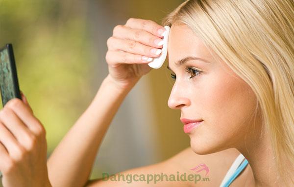 Sử dụng nước cân bằng da 2 lần/ngày vào buổi sáng và tối.