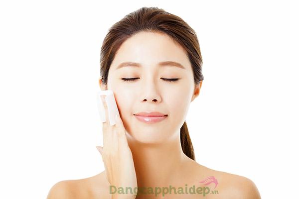"""Cân bằng độ ẩm cho da là """"bí quyết"""" giữ gìn làn da căng mịn và trẻ đẹp dài lâu."""