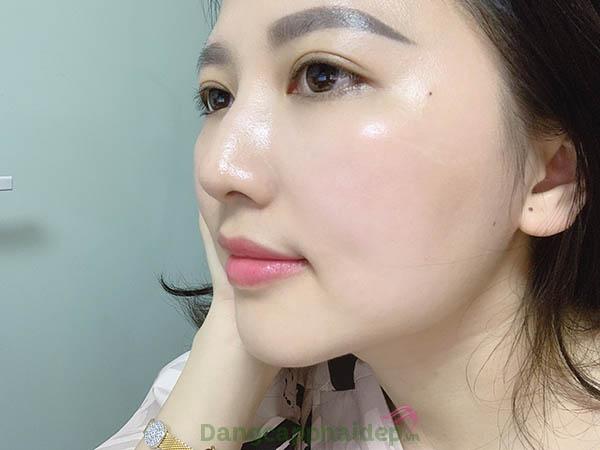 Cải thiện kích ứng, dưỡng da ẩm mượt tự nhiên với nước cân bằng giữ ẩm, làm dịu da Être Belle Hydrasilk Gel Tonic.