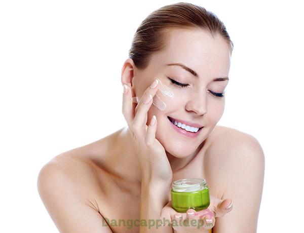 Bật mí những tác dụng của kem dưỡng ẩm đối với làn da.