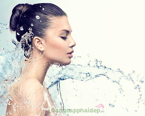 Kem dưỡng ẩm có khả năng cấp nước cho làn da.