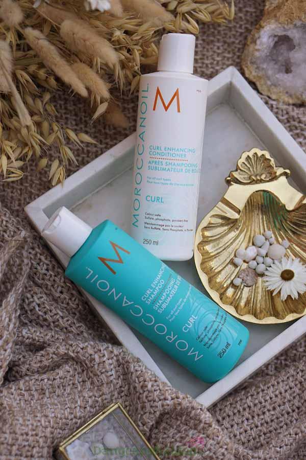 Kết hợp dùng dầu gội và dầu xả tăng cường sóng xoăn Moroccanoil giúp mái tóc xoăn khỏe đẹp, bồng bềnh tự nhiên.