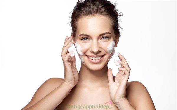Sử dụng gel rửa mặt đều đặn 2 lần/ngày để đạt hiệu quả tốt nhất.