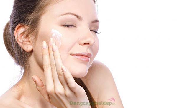 Sử dụng đều đặn gel sát trùng và kháng viêm 2 lần/ngày vào sáng và tối để đạt hiệu quả nhanh chóng.