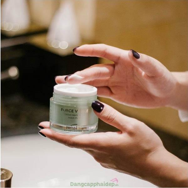 """Swissline Aqua-Pure Mattifying Cream là """"bí quyết"""" đặc trị da dầu mụn, phục hồi da thương tổn hiệu quả"""
