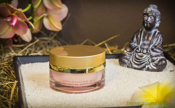 """Être Belle Hydrasilk Day+Night Cream SPF10 - """"Bí kíp"""" điều trị da nhạy cảm, giúp tái tạo và dưỡng ẩm da suốt 24 giờ"""