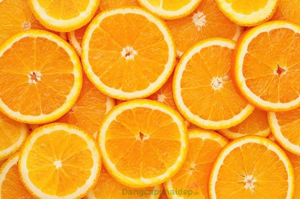 Vitamin C giúp dưỡng ẩm, ngừa da khô ráp, giảm nếp nhăn trên da hiệu quả.
