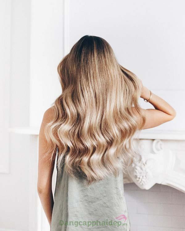 """Kem sấy suôn mượt Moroccanoil Smoothing Lotion - """"bí kíp"""" giúp tóc suôn mượt, dễ vào nếp và dễ chải sau sấy."""